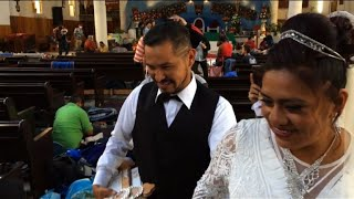 Migrants treated to wedding after arriving in Mexican town