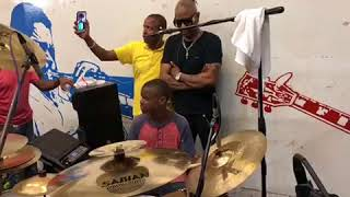 Klass introduce 2 young artist on stage wow map marye