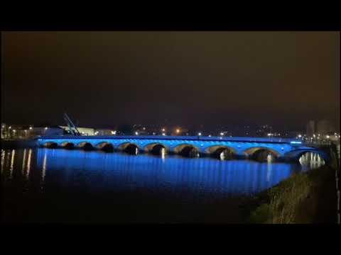 El puente de O Burgo pone a prueba su nuevo alumbrado