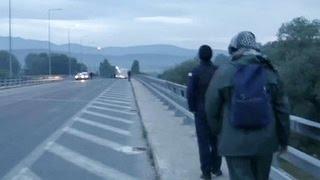 Из пустого в порожнее: греки переселяют нелегалов из Идомени в лагеря под Салониками(В Греции проходит эвакуация мигрантов из стихийного палаточного лагеря Идомени. Там, по самым скромным..., 2016-05-25T03:39:42.000Z)