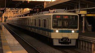 小田急8000形8058+8258編成が玉川学園前駅を通過するシーン