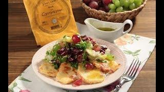 Жареный сулугуни с салатом из винограда