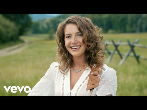 Caroline Jones - Country Girl (Official Music Video)