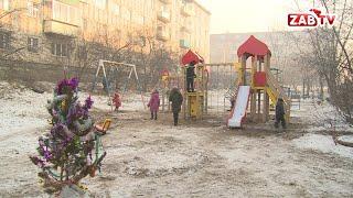 Фото Опасные качели детские площадки в Чите устанавливают без бетонного основания