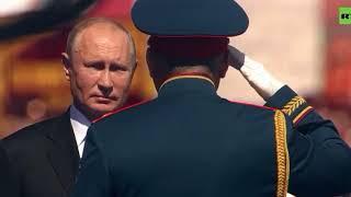 Ветераны пытались встать с трибун вместе с Путиным