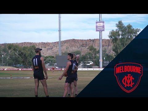 Melbourne Arrive in Alice Springs