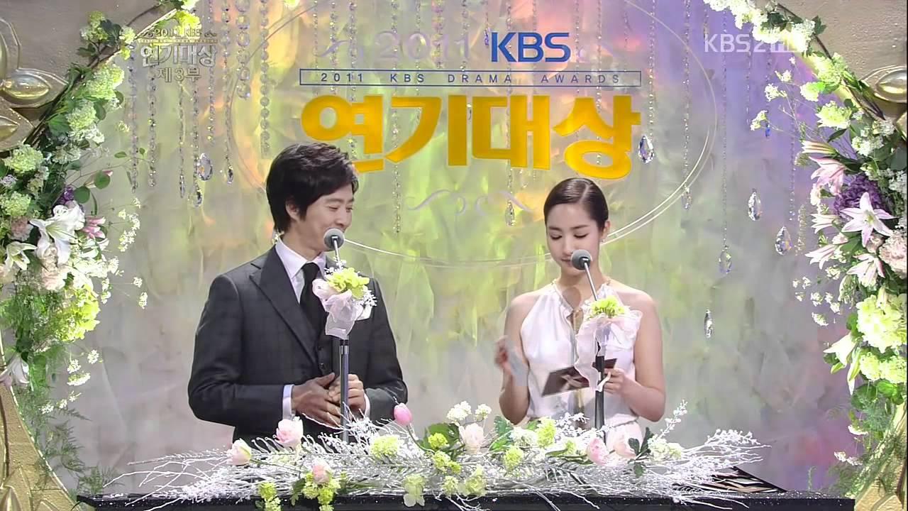 KBS演技大賞2011_樸敏英頒獎+獲獎CUT[中字] - YouTube