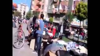 Iğdır'da sokak ortasında pantolon denemesi
