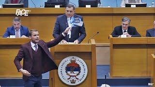 Cirkus za pamćenje: Draško mahao NATO zastavom Dodiku iznad glave, Višković se gađa olovkama