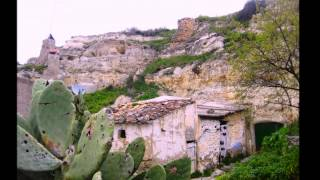 Triana: Cuevas del Campo
