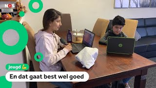 Khadija leert Nederlands met online lessen