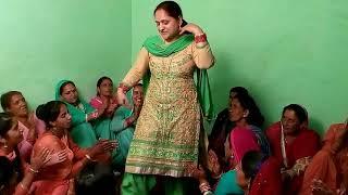 Beautiful Pahari Dance in Marrige 2018 👌 Pahari Songs || Jaunsari Dance