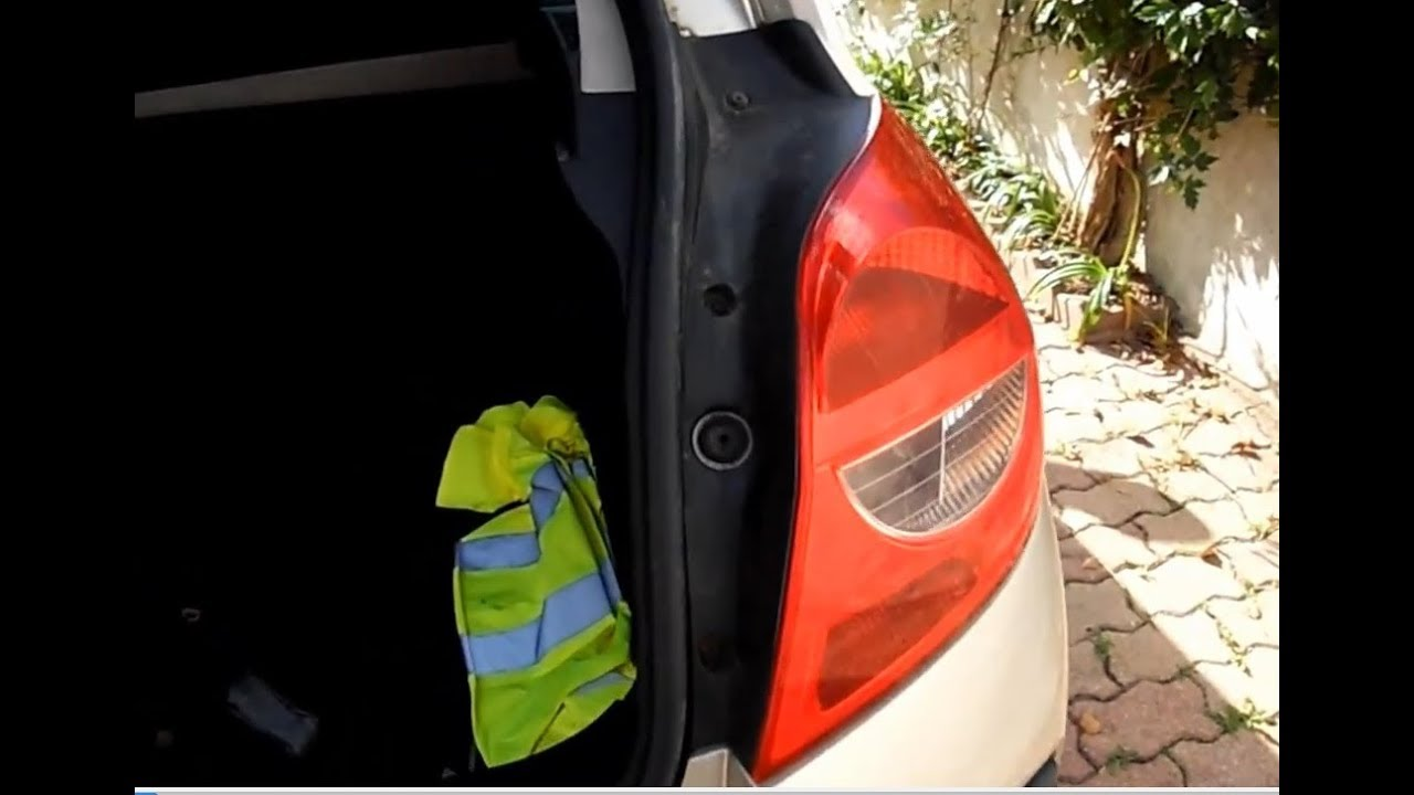 Comment Changer La Lampe De Position Arriere Droit D Une Renault Clio 3 Abonner Vous Merci