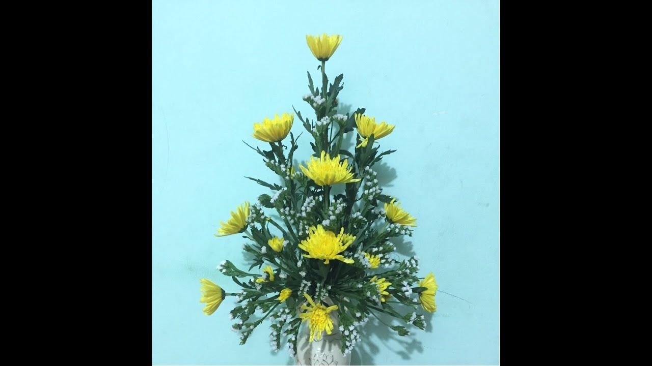 Cắm bình hoa đơn giản với 10 bông hoa cúc