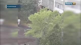 В Кургане девочка упала с балкона