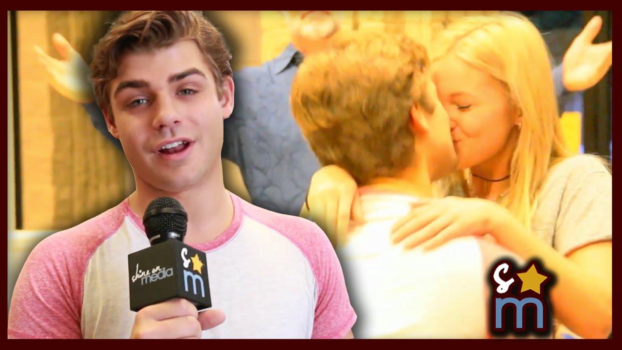 Olivia Holt And Leo Howard Kissing On The Lips Pin Olivia-holt-kissin...