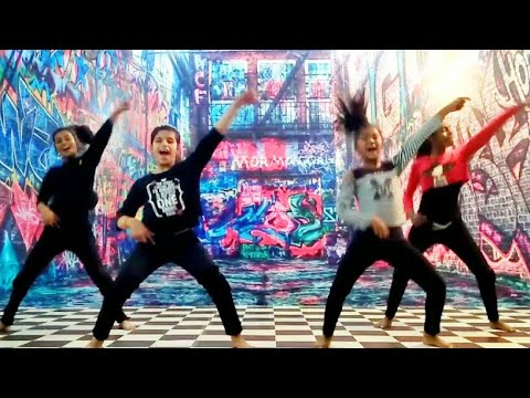 Hatt Ja Tau Dance    Sapna chaudhary    Veerey ki wedding    sunidhi chauhan    Hard Rock dance crew