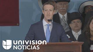 Zuckerberg se emociona al hablar de un estudiante indocumentado durante un discurso en Harvard