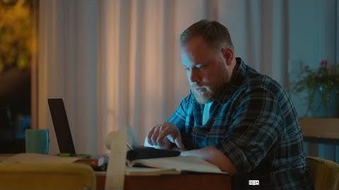 SNS commercial 'Persoonlijk antwoord op al je vragen over verzekeringen' met TN'er Bart