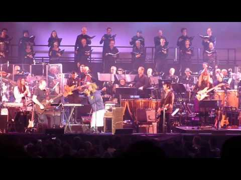 Hans Zimmer ft Pharrell Williams - Happy (Despicable Me) live Hammersmith apollo 11th October 2014