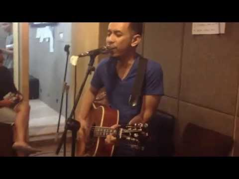 Seperti Yang Kau Minta Live at OZ Radio - Pongki Barata feat Baim on guitar
