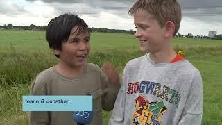 Kinderen lopen het Zeven-sloten-tegelijk-pad