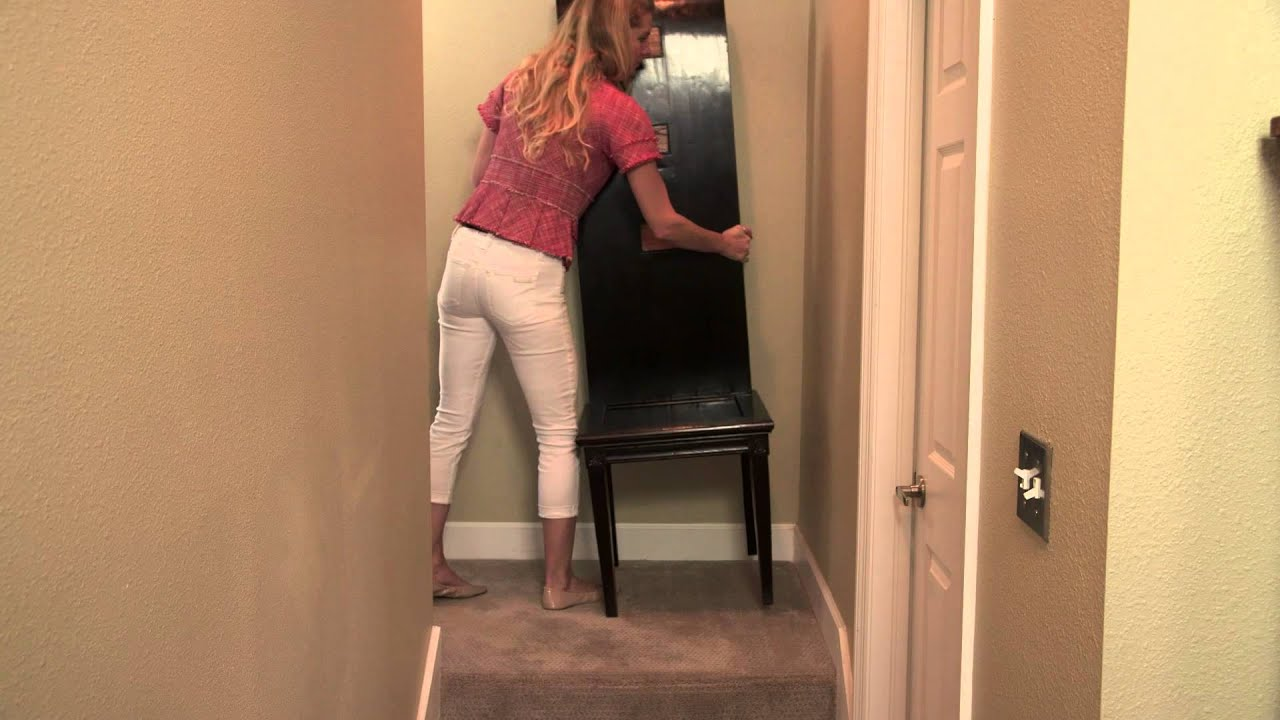 How to Decorate Split-Level Stairs : Decorating Challenges ...
