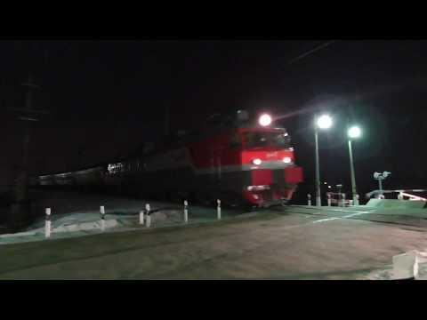 Из 2017 в 2018... ВЛ11М-421 с пригородным поездом Екатеринбург - Алапаевск