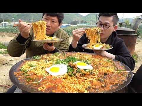 흥삼이와 약간의 VLOG!? 그리고 해장용으로 솥뚜껑에 차돌박이듬뿍넣은 진짬뽕8봉지에 밥까지 말아서 야물딱지게 먹방! ㅎㅎ  Spicy Beef Ramyun MUKBANG