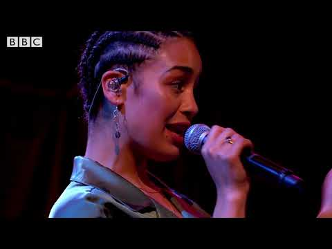 """Kali Uchis & Jorja Smith performing """"Tyrant"""" on Later... with Jools Holland"""