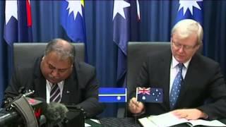Kevin Rudd signs asylum seeker deal with Nauru