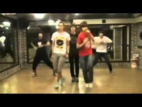Nhóm nhạc KPOP B1A4 nhảy bài hit của 2NE1 Don