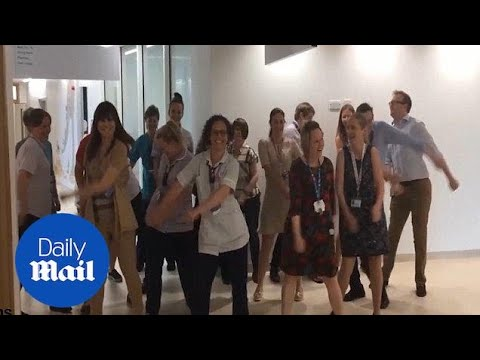 Staff at Sheffield Children's Hospital perform 'The Floss' - Daily Mail