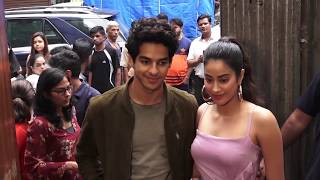 Jhanvi Kapoor's Boyfriend Ishan SHOUTS At Her In Public For Wearing Uncomfortable Clothing