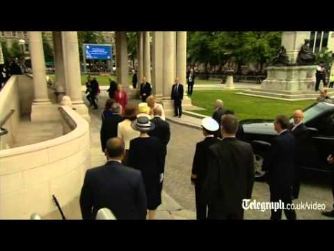 Queen pays tribute to Belfast spirit