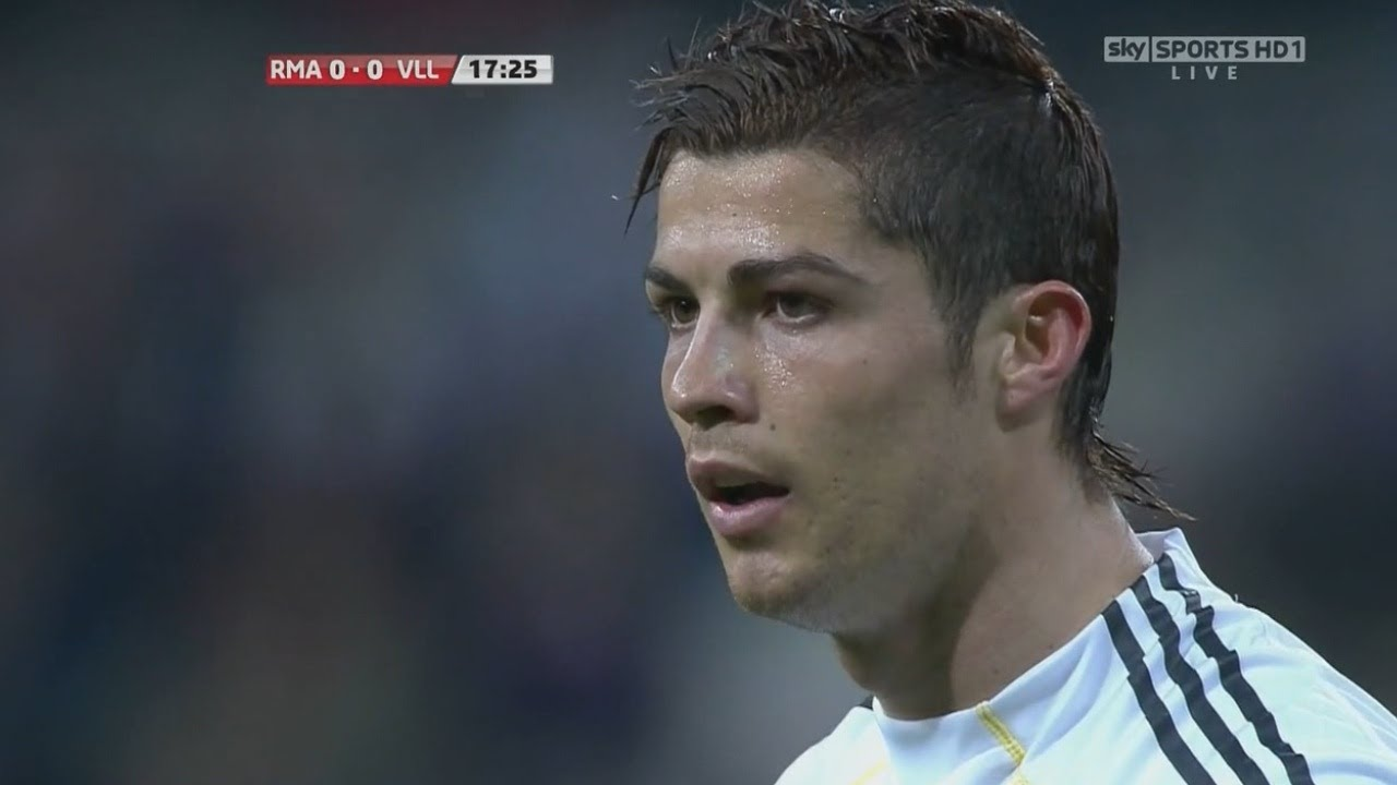 Download Cristiano Ronaldo Vs Villarreal Home (English Commentary) - 09-10 HD 720p By CrixRonnie