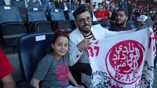 حاتم عمور يحتفل رفقة فريق الوداد البيضاوي بمناسبة درع البطولة