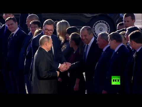 موقف طريف أثناء ترحيب بوتين ونظيره الصربي الوفدين الحكوميين  - نشر قبل 11 ساعة