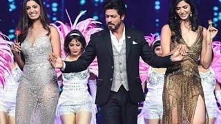 Video Shahrukh Khan Steals the Show at fbb Femina Miss India Finale ! download MP3, 3GP, MP4, WEBM, AVI, FLV Agustus 2017