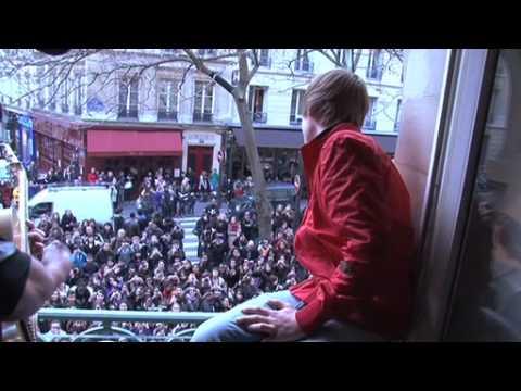 Justin Bieber envahit les bureaux d'Universal Music France !