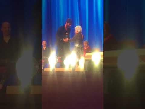 Video Stefano De Martino balla con Paddy Jones (la vecchia che balla, Stato Sociale)
