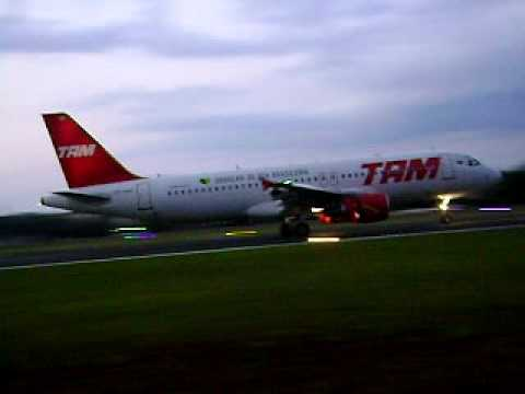Aterrisagem da TAM em Londrina.