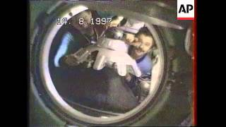 SPACE/RUSSIA: SOYEZ SPACECRAFT LEAVES MIR SPACE STATION UPDATE