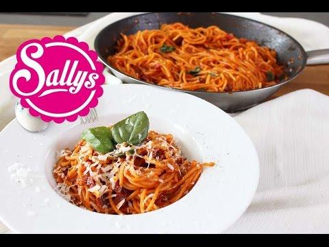 One Pot Spaghetti Mit Tomatensosse Pasta Gericht In 15 Min Aus