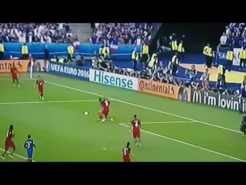 Portugal France final euro 2016 poteau de Gignac hits the post 90