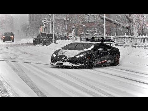 Смотреть Huracan Performante Drifting in Snow Storm - Snowboarding Behind The Lambo! онлайн