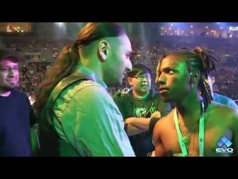 Random sneaks on stage, wants to play the EVO champion (EVO 2016)