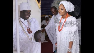 In Luv! Ooni Of Ife Smiling As His Wife Dance & pray Money On Haruna Ishola At Aje Festival 2020