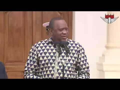 UBALOZI WA TANZANIA WAKABIDHI TAUSI WALIOTOLEWA NA RAIS JOHN POMBE  MAGUFULI KWA RAIS WA KENYA