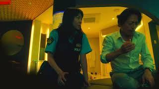 歌舞伎町のラブホテル828号室。警察官の間宮(三上博史)は部屋の隅にビデオカメラをセットして、勤務中にもかかわらずデリヘル嬢の麗華(三...